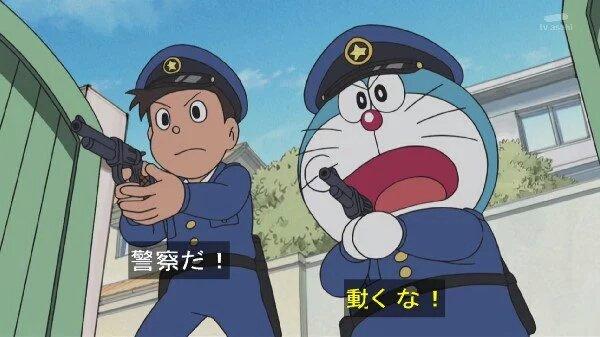 警察だ! 動くな!
